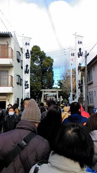 羊神社参拝の行列