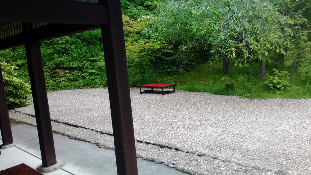 天下茶屋の手入れされた庭