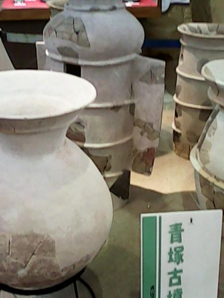 青塚古墳の資料館「まほらの館」」内の壺型土器
