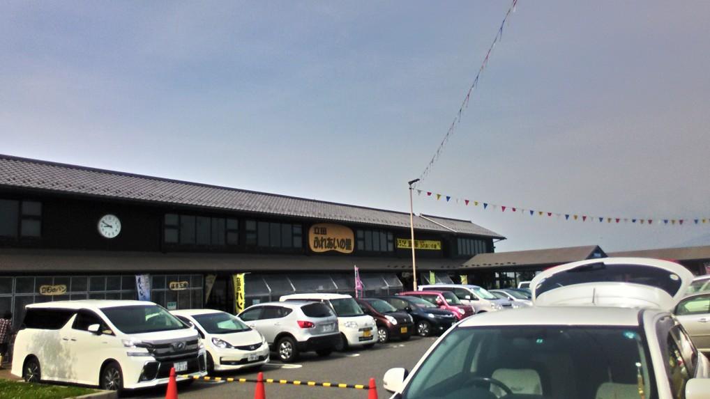 道の駅立田ふれあいの里の正面駐車場