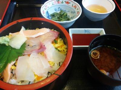 愛知県春日井市の和食どころ「黒潮」のランチ海鮮バラちらし