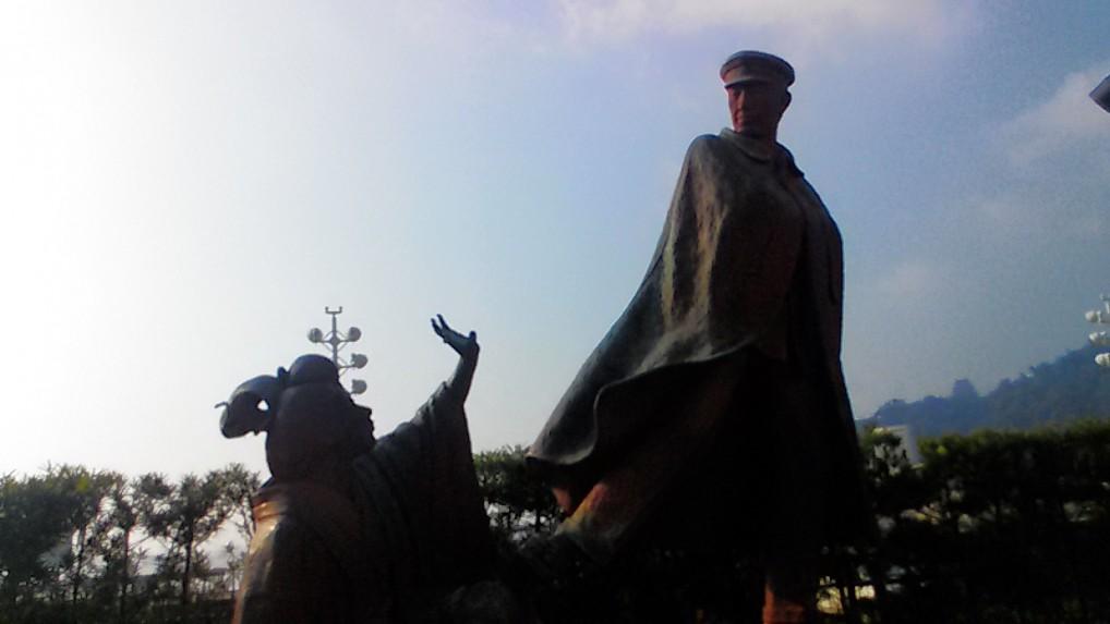 熱海海岸寛一とお宮の像