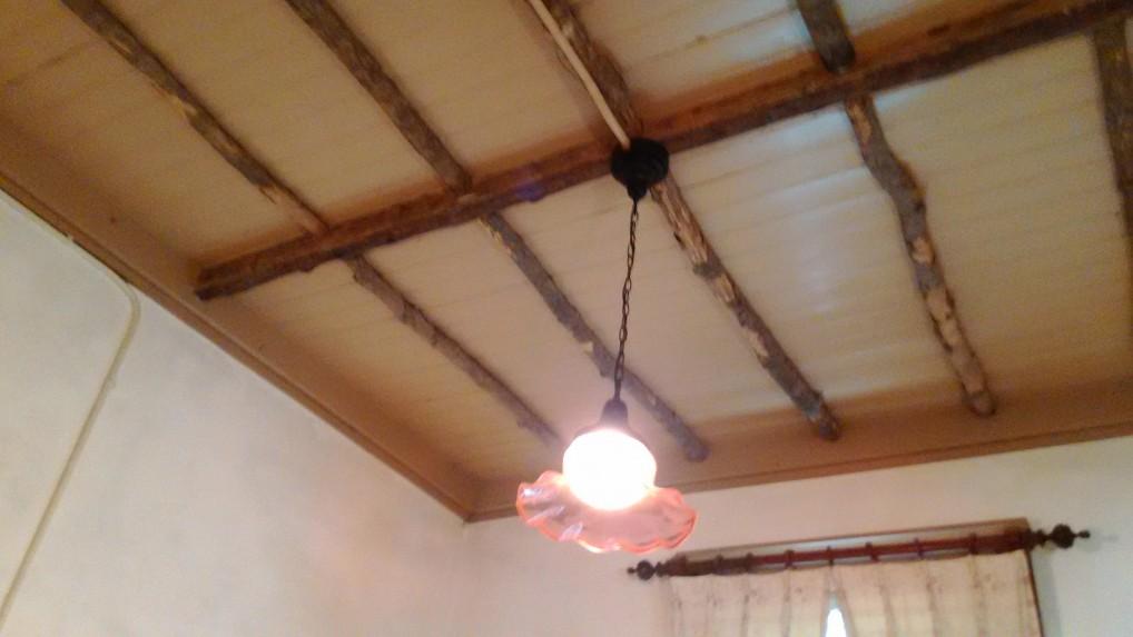 旧三笠ホテル客室の天井と電球