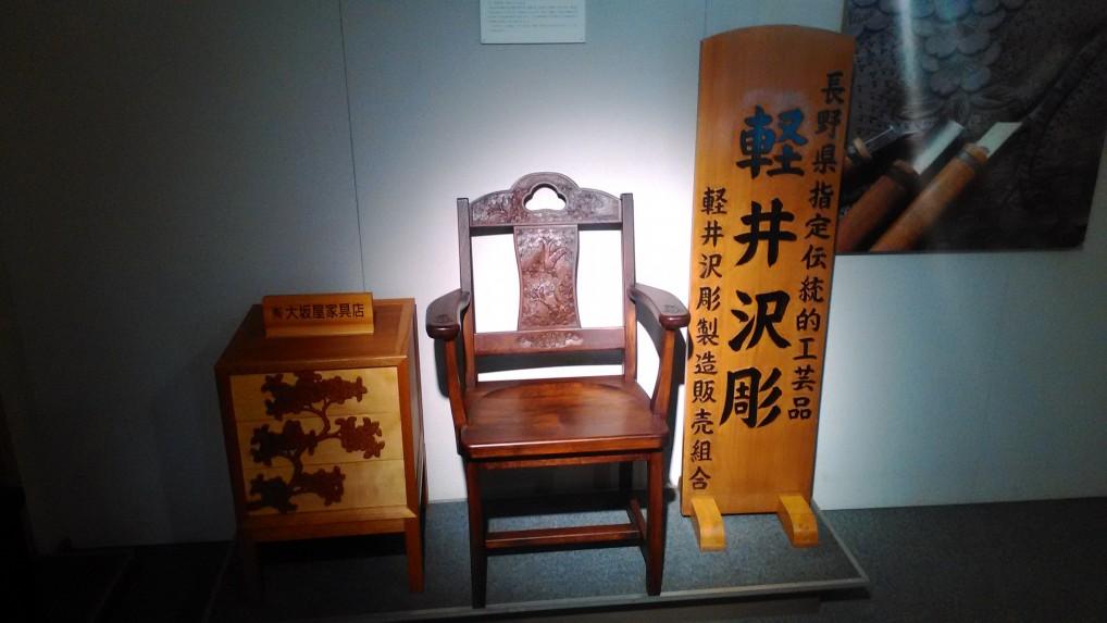 旧軽井沢銀座通り軽井沢会館の中軽井沢彫