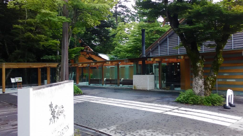 旧軽井沢銀座通りの突当りのカフェ