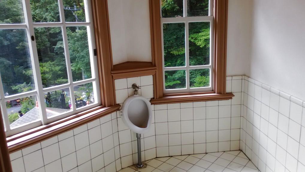 旧三笠ホテルのトイレ男性用