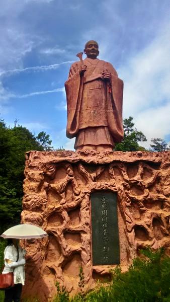 五色園大安寺初代ご住職の像