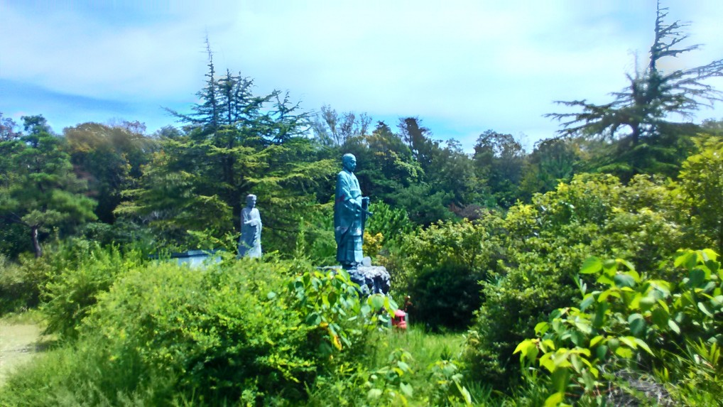 五色園大安寺巨大銅像2体