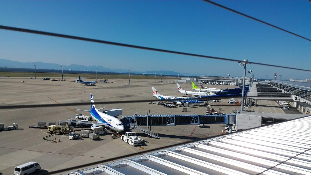 中部国際空港セントレアのスカイデッキから見た国内線飛行機