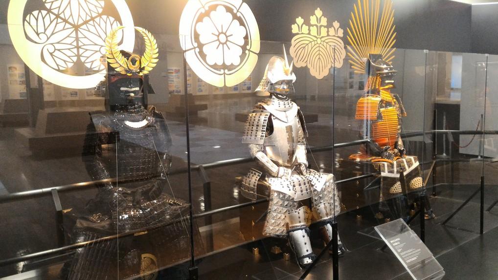 中部国際空港セントレアに三英傑の甲冑展示