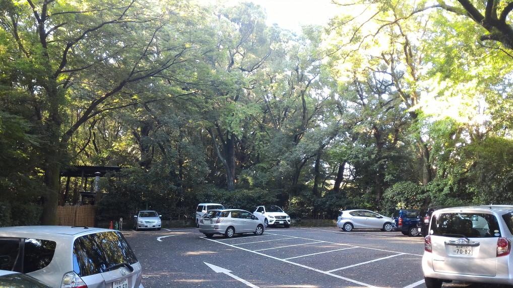 熱田神宮の西門駐車場