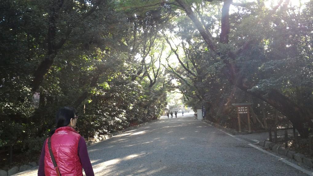 熱田神宮西門から参道へ向かう道