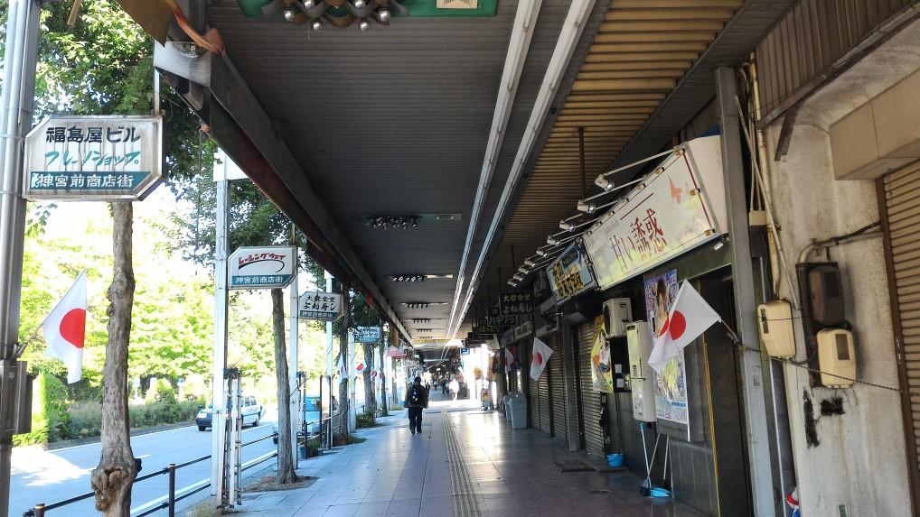 熱田神宮東門の北東にある神宮前商店街
