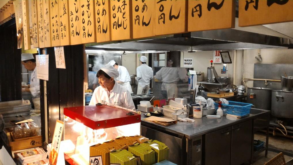 名古屋名物きしめんを出す熱田神宮内「きよめ茶屋」