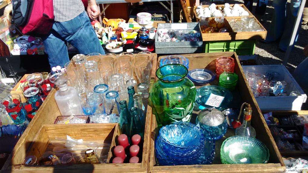 名古屋大須観音の骨董市の出店ガラス陶器