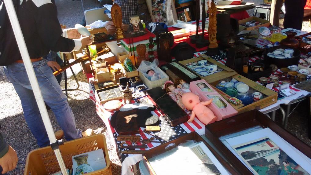 名古屋大須観音の骨董市の出店おもちゃ雑貨