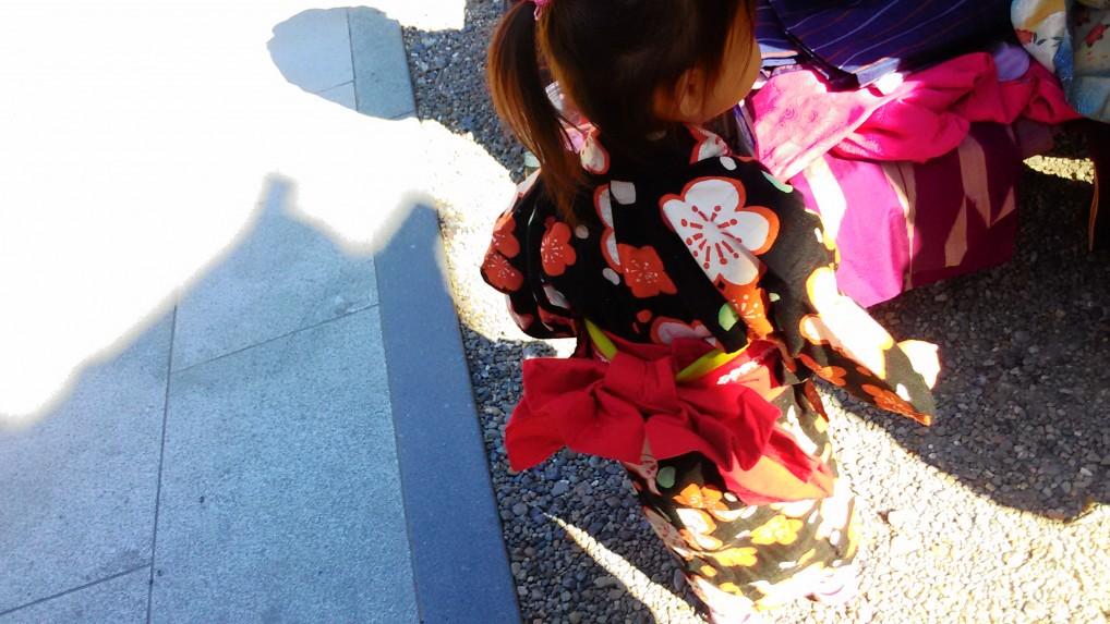 名古屋大須観音の骨董市・着物で来ていた女の子