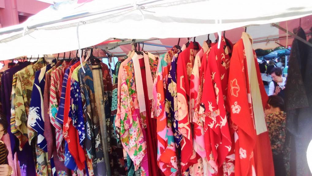 名古屋大須観音の骨董市の出店着物