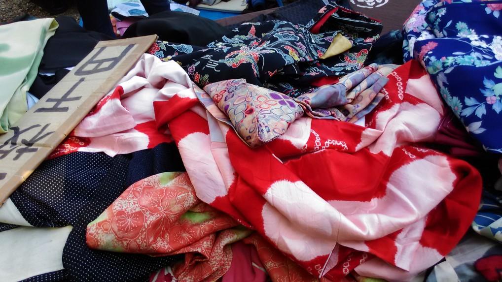 名古屋大須観音の骨董市・着物の出店
