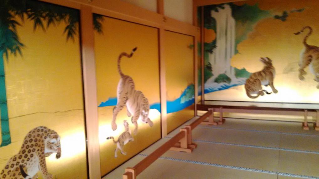 名古屋城本丸御殿の玄関付近の虎の障壁画