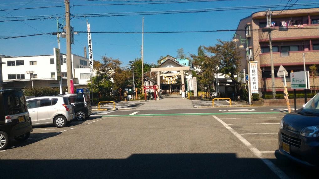 案外小さい「猿田彦神社」右マンション