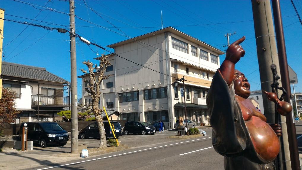愛知県江南市布袋支所内前はプラタナス通り
