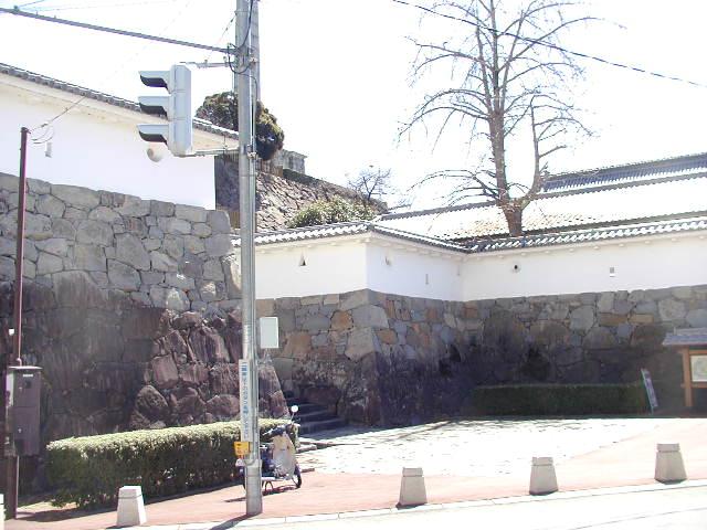 舞鶴城公園(甲府城跡)外観の城壁