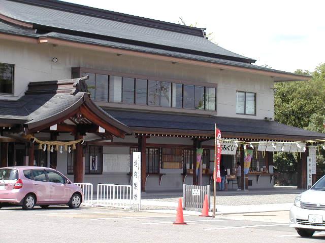 田県神社(愛知県小牧市)社務所前駐車場の様子