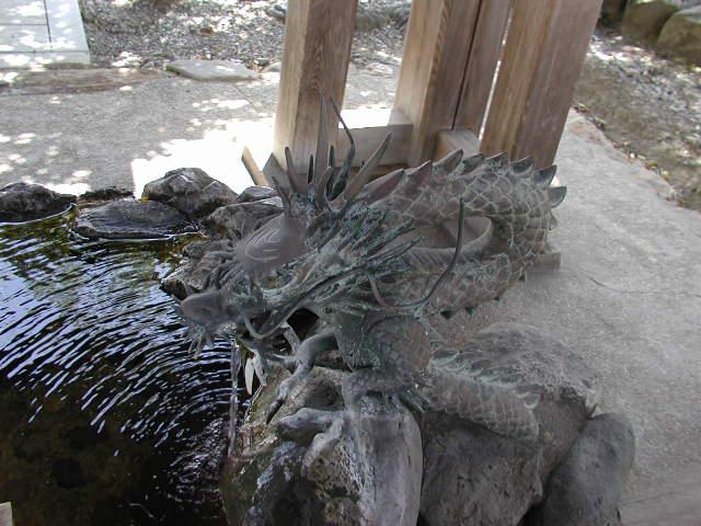 田県神社(愛知県小牧市)の手水舎の竜
