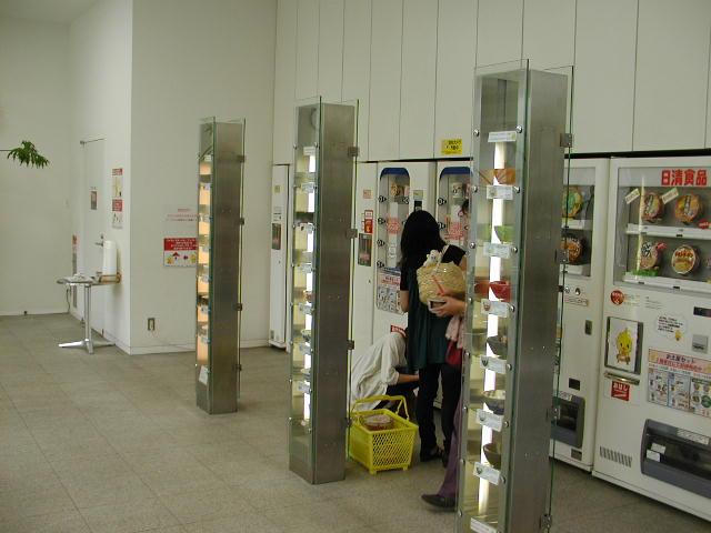 インスタントラーメン発明記念館で販売中のカップラーメンの自販機