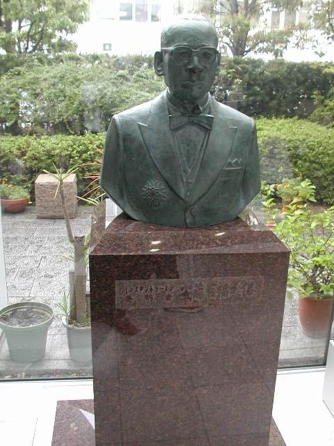 インスタントラーメン発明記念館(大阪池田市)カップラーメン発明者の安藤百福さん銅像