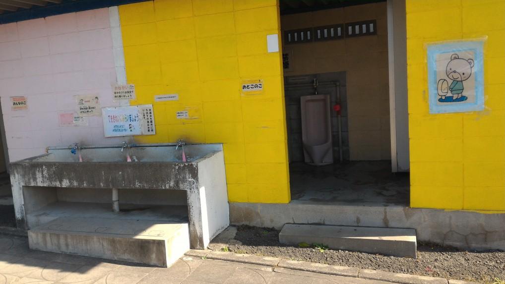 江南市交通児童遊園の屋外トイレ