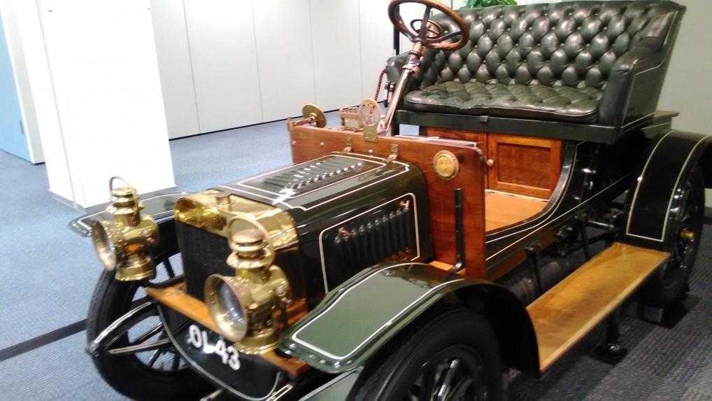 トヨタ博物館新館の一階の乗車できるクラッシックカー