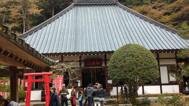 香嵐渓の香積寺本堂前
