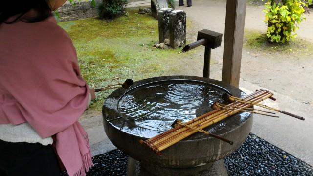 香嵐渓の香積寺の境内の手水や