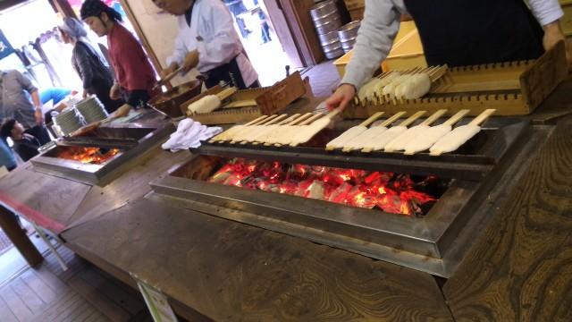香嵐渓の「桧茶屋」さんの炭火焼きの五平餅