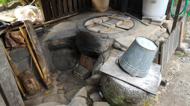 香嵐渓「三州足助屋敷」和紙の元のこうぞを煮る釜