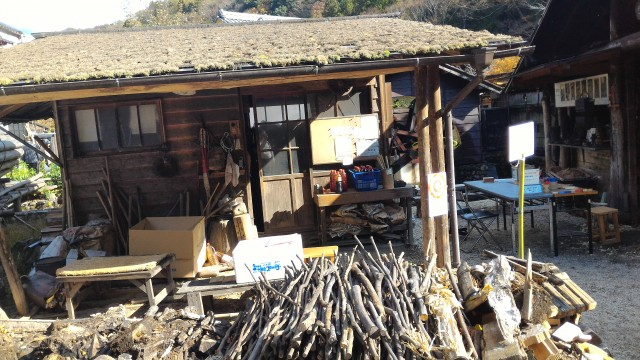 香嵐渓「三州足助屋敷」炭焼き小屋の外