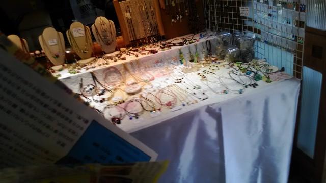 香嵐渓のお土産ガラス工芸品ネックレスなど