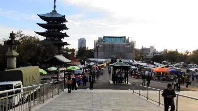 覚王山日泰寺の境内本堂に近いところの縁日の出店