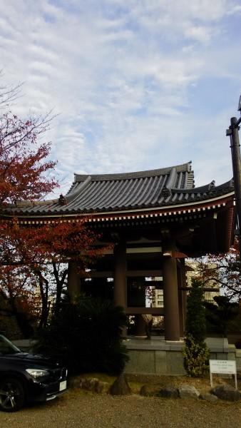 日泰寺境内の鐘つき堂