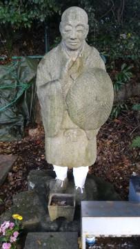 覚王山日泰寺の八十八ヶ所巡礼札所道路に面したところの弘法様の立像