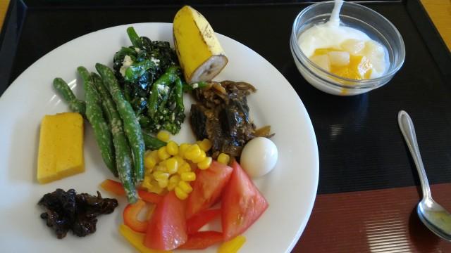 春日井市役所の展望レストランのお惣菜のバイキング