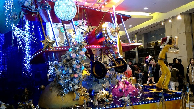 JR名古屋高島屋の一階メインステージの電飾