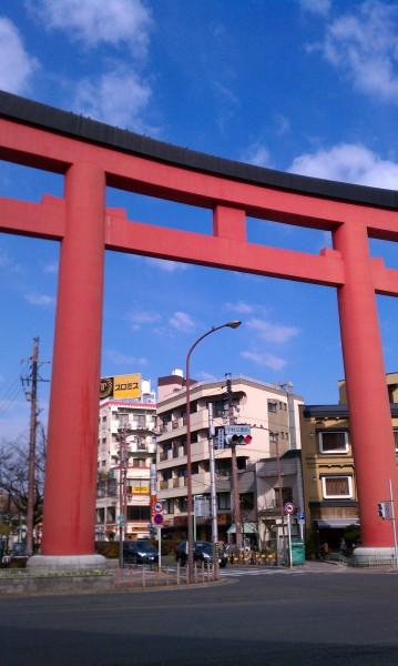 名古屋市中村区の豊国神社参道入口にある赤い大鳥居