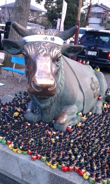 上野天満宮(名古屋市千種区)の菅原道真を模した「天神みくじ」と撫で牛