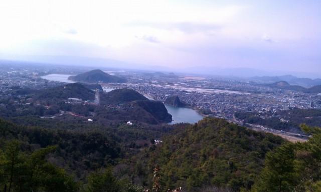 継鹿尾山山頂(三角点)からの展望