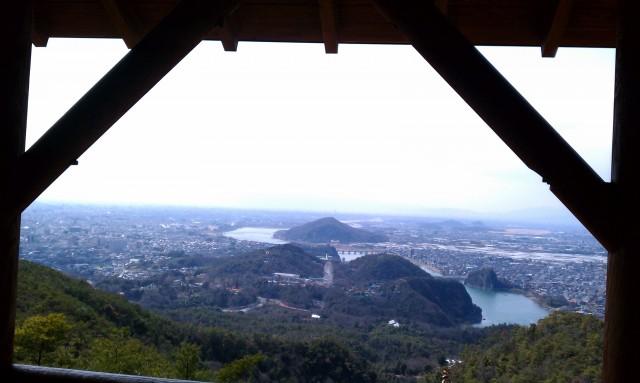 継鹿尾山山頂(三角点)からの展望額縁にいれてみました