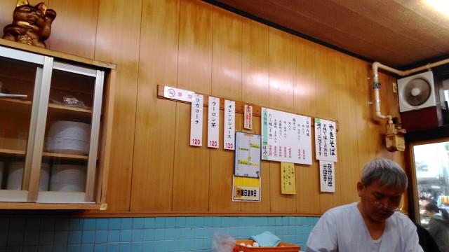 大須万松寺通りのお好み焼きが店「鈴木商店」の店内とお品書き