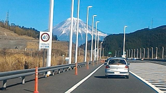 清水パーキングエリア手前からの富士山